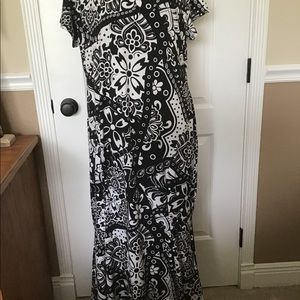 2X New Directions Black/white  Trumpet hem Dress
